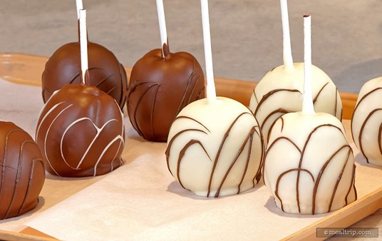 Sweet Sailin' also has white and dark chocolate covered apples.