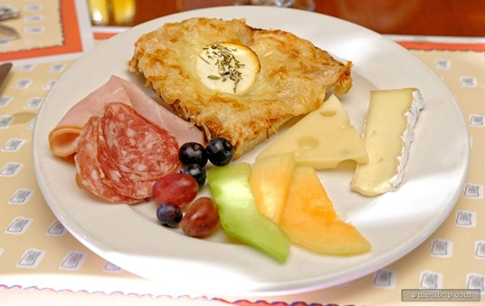 You can make so many great looking plates at the Parisian Breakfast! The various meat, cheese, and fruit items are a great compliment to the bread-based pastries.