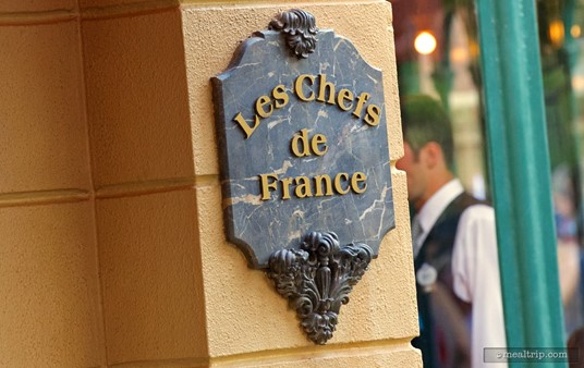 Les Chefs de France plaque located on both sides of the main entrance.