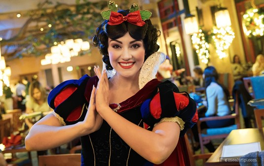 Snow White at Artist Point's Storybook Dining.
