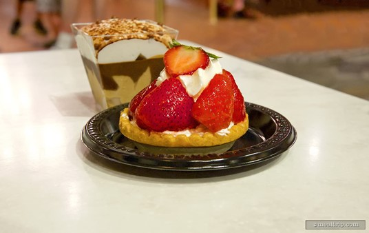 Fraises - A strawberry topped vanilla cream pie, (there's a cafe 