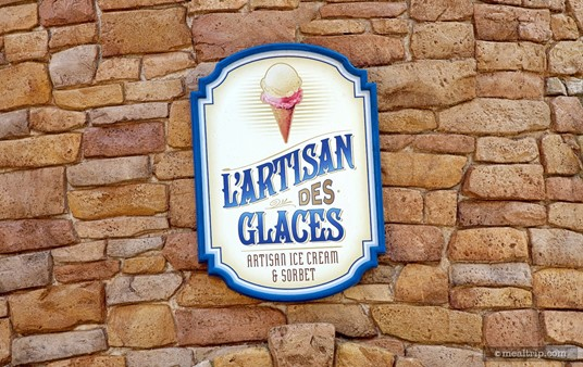 Sign above the entrance to L'artisan des Glaces.