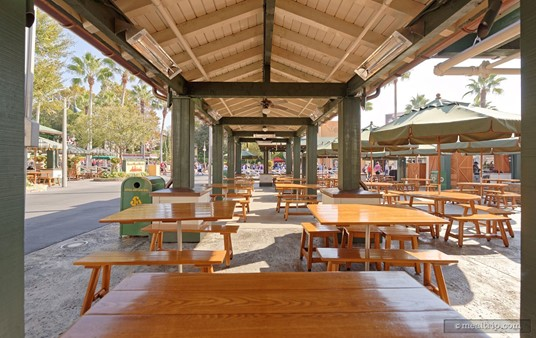 """Seating at Rosie's is usually not an issue. The """"Sunset Ranch Market"""" (food court) seating area is very large, and those dining at Rosie's can sit anywhere in this area."""