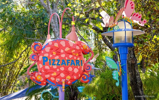 The main street-side sign for Pizzafari.