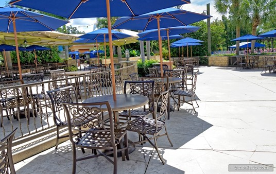 Lakeside Panini Bistro seating, facing southeast (looking away from the water).