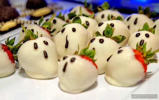 Ghost White Chocolate-dipped Strawberries