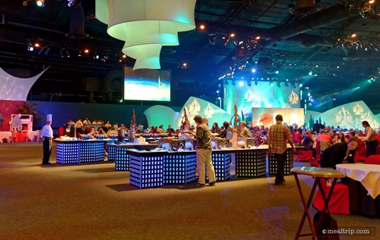 There are many long buffet tables set up in the center of the dining area. Even though there are hundreds of guests dining at once, there never seemed to be more than a few people at the tables at any given time.
