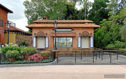 """Shortly after this new Gelateria Toscana shop opened, the similar (but smaller) """"Gelati Italian Gelato"""" kiosk on the left side of the pavilion closed."""