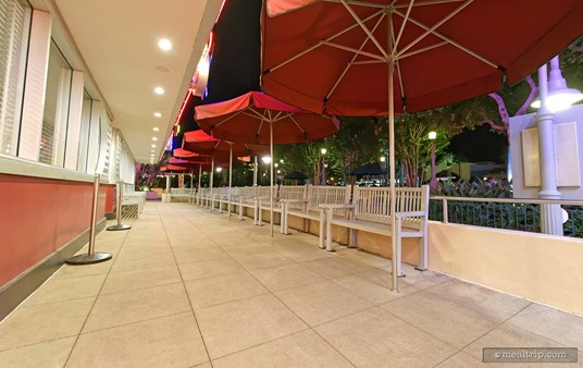 The waiting area outside Hollywood and Vine. Unless you are there very early in the morning, the sun will be up and the this waiting area will be packed full of guests.